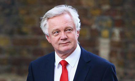 Великобритания ще е вън от ЕС до март 2019-а
